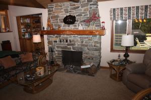 006_Living Room fireplace