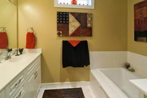 DSC08745_O-basement-bath1_sm