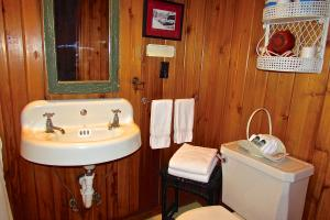 Twin Island II Bath