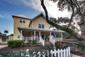 81 Seaside Cottage Lane, Isle of Palms, SC 29451