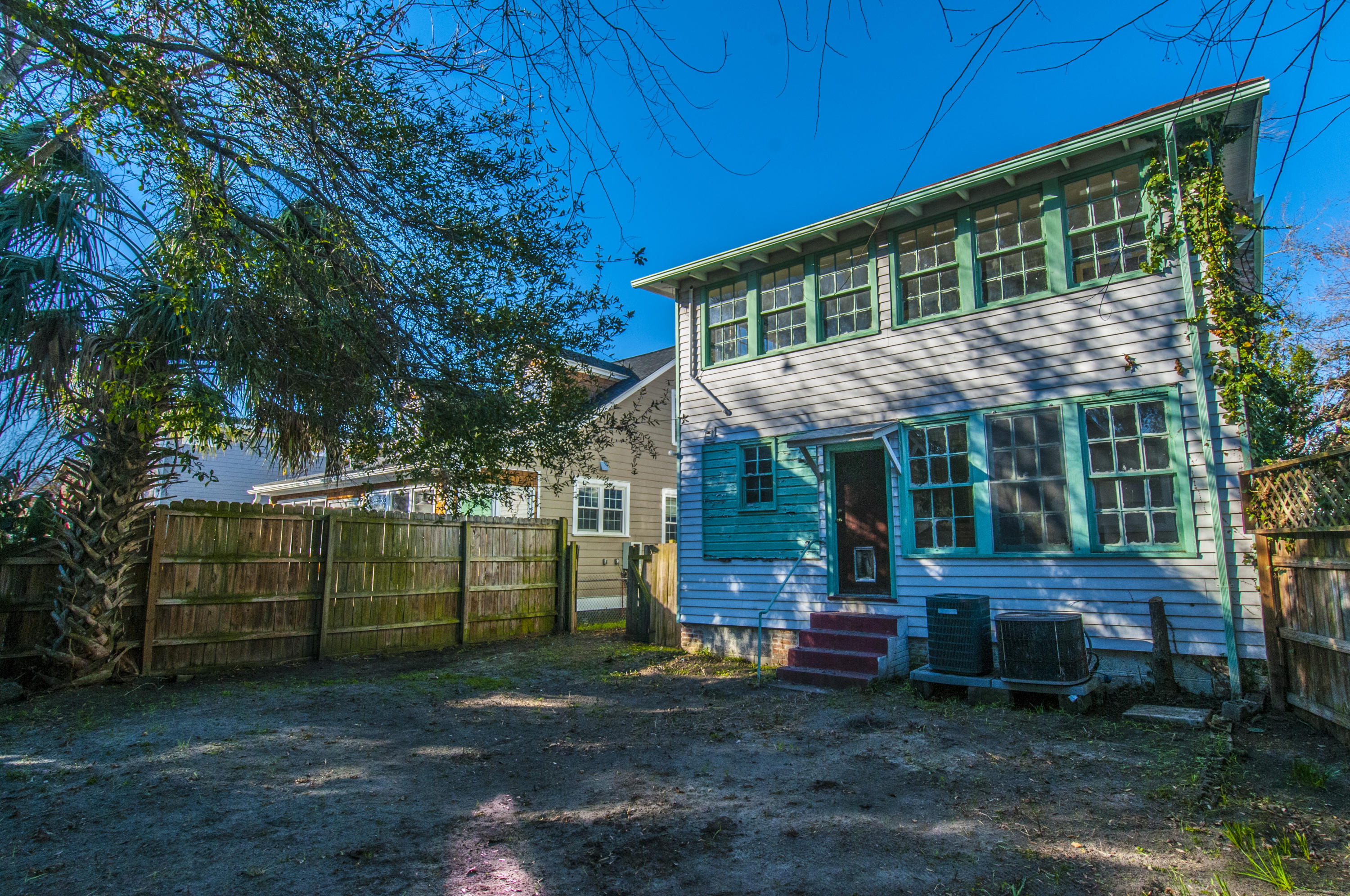 Photo of 39 Poplar St, Charleston, SC 29403