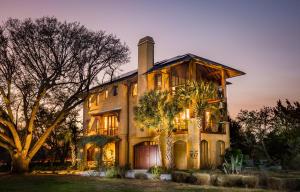 4 Old Summer House Road, Charleston, SC 29412