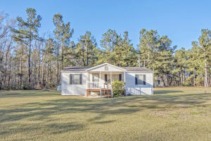 212 See Saw Lane, Cross, SC 29436