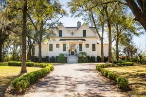 704 Ellis Oak Drive, Charleston, SC 29412