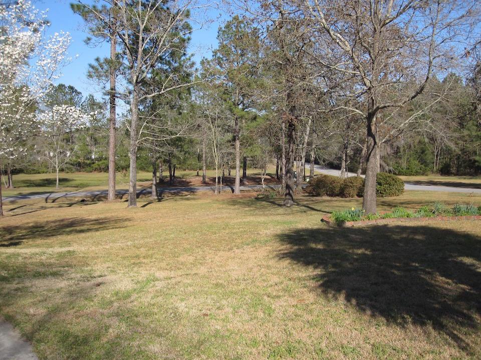 Photo of 301 Lake Arbu Dr, Manning, SC 29102