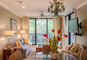 Waterfront homes in Kiawah & Seabrook