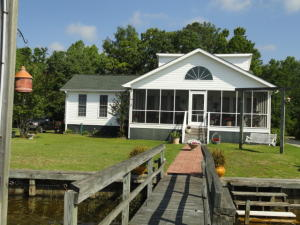 1429 Blackberry Bush Road, Summerton, SC 29148