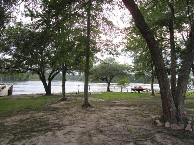 Photo of 246 Fountain Lake Dr, Eutawville, SC 29048