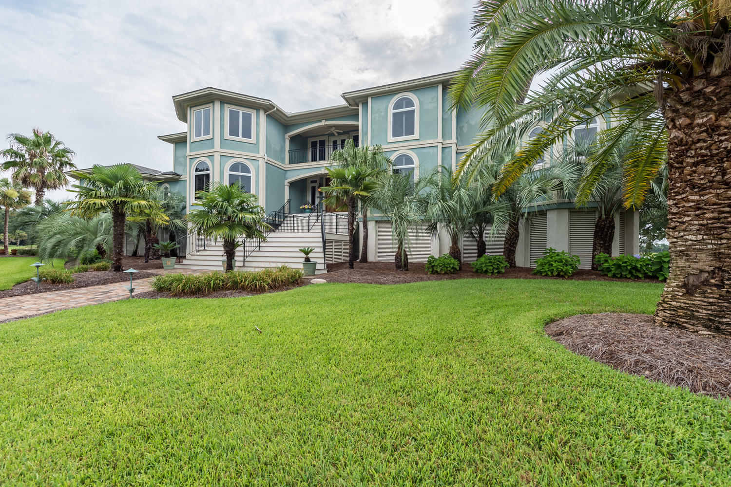 Photo of 4209 Victory Pointe Dr, Mt Pleasant, SC 29466