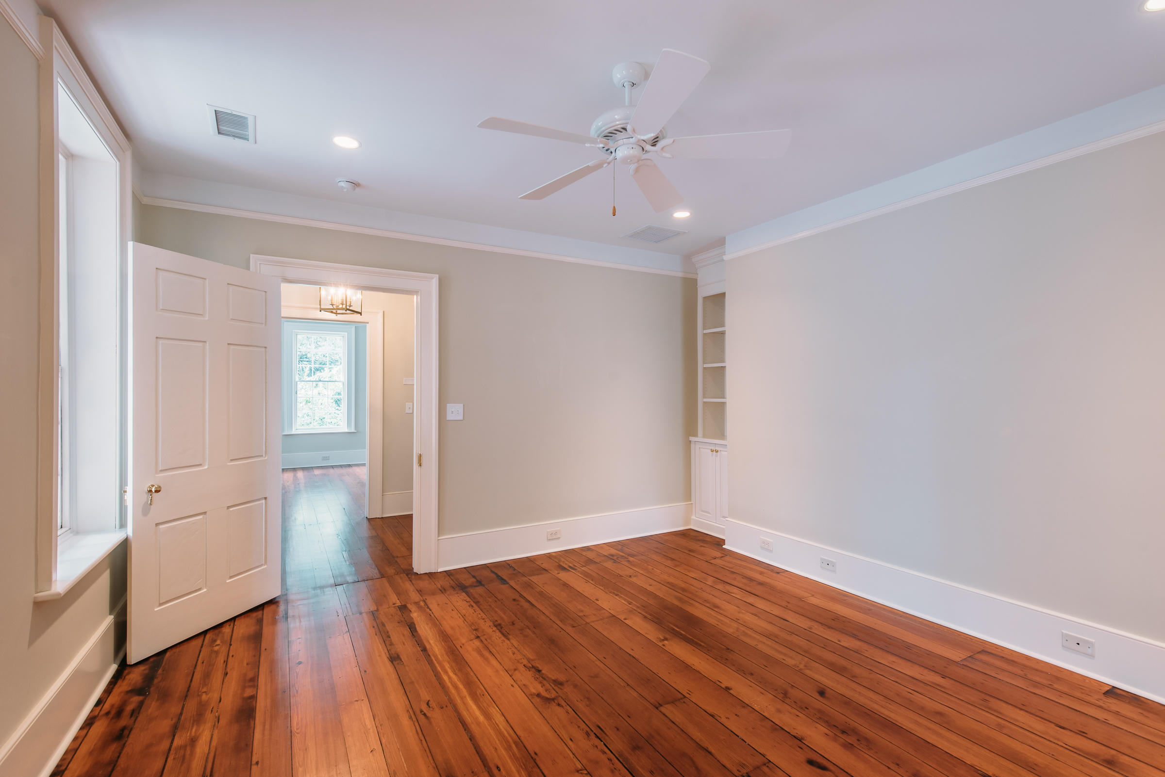 Photo of 39 Society St, Charleston, SC 29401