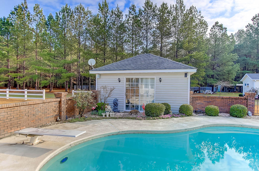 Photo of 161 Country Rd, Bowman, SC 29018