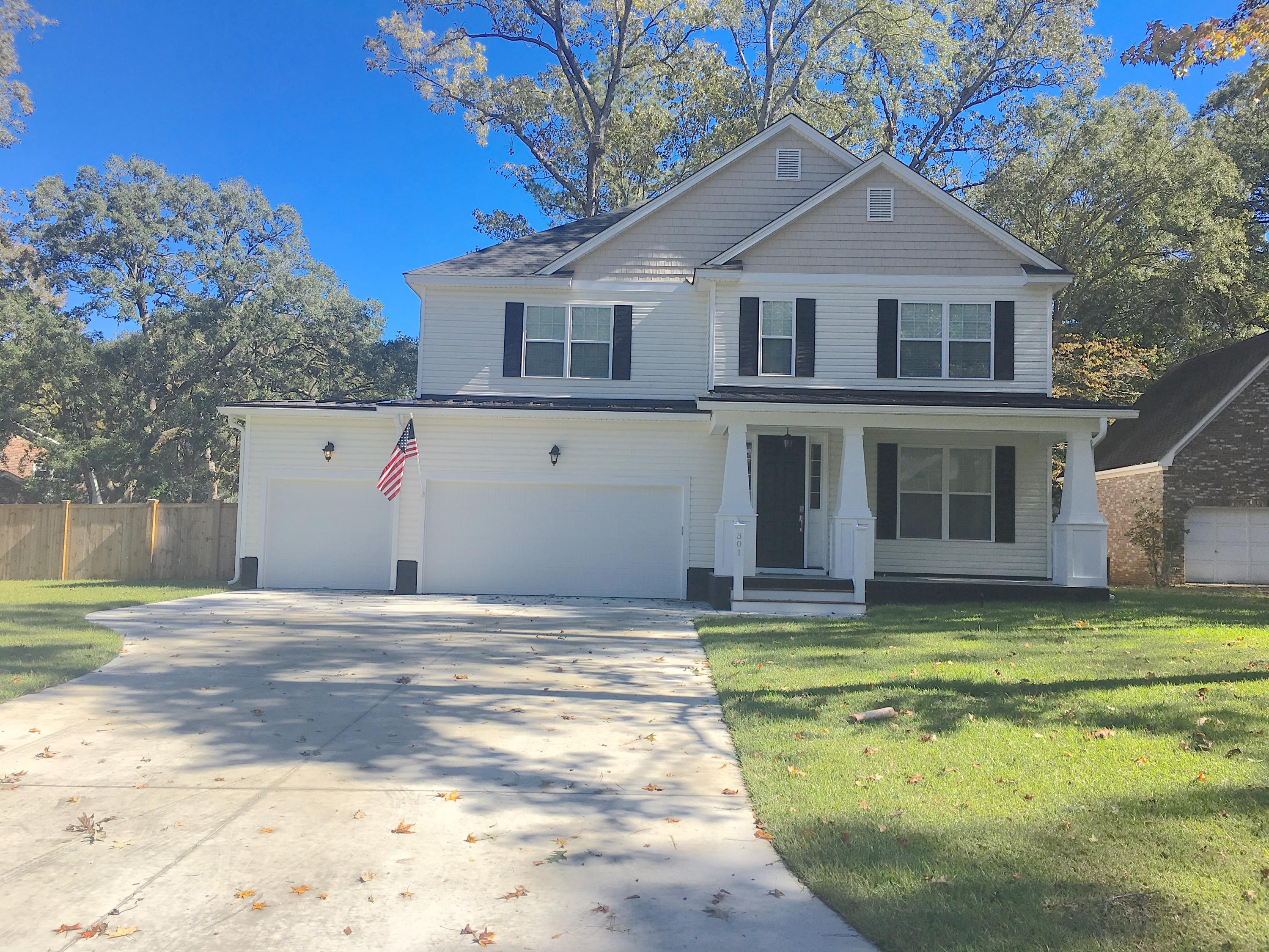 Photo of 301 Lakeview Dr, Summerville, SC 29485