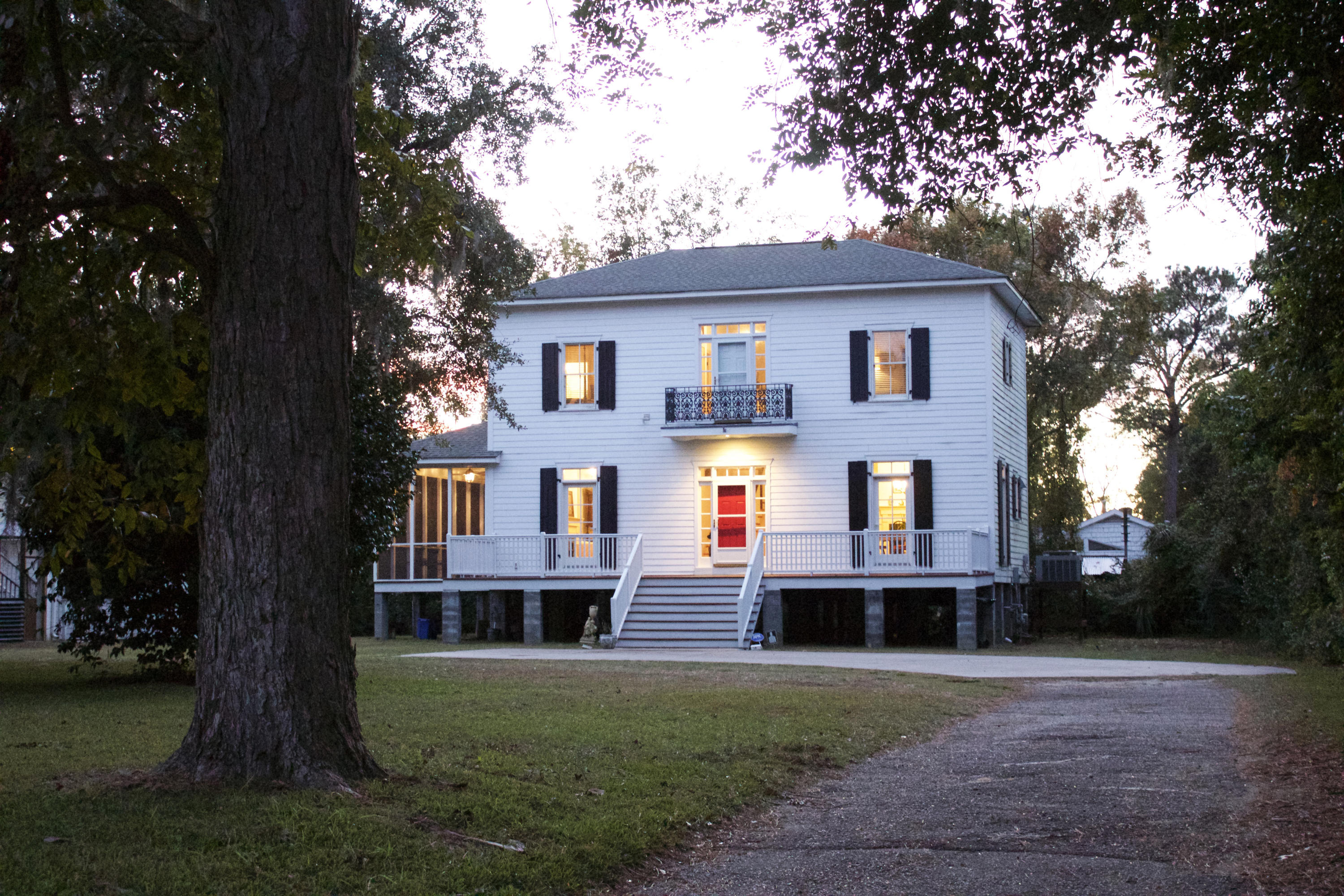 Photo of 134 Folly Rd Blvd, Charleston, SC 29407
