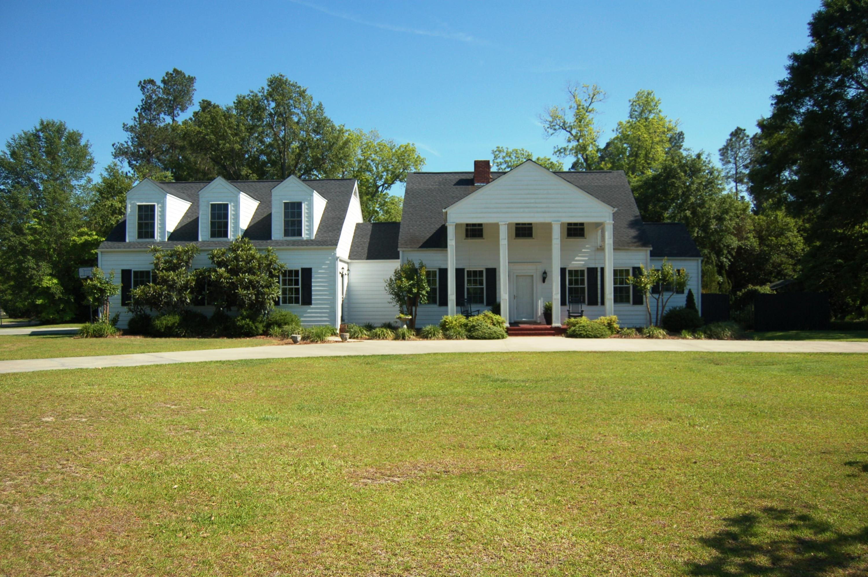 Photo of 206 Sunset Dr, Manning, SC 29102