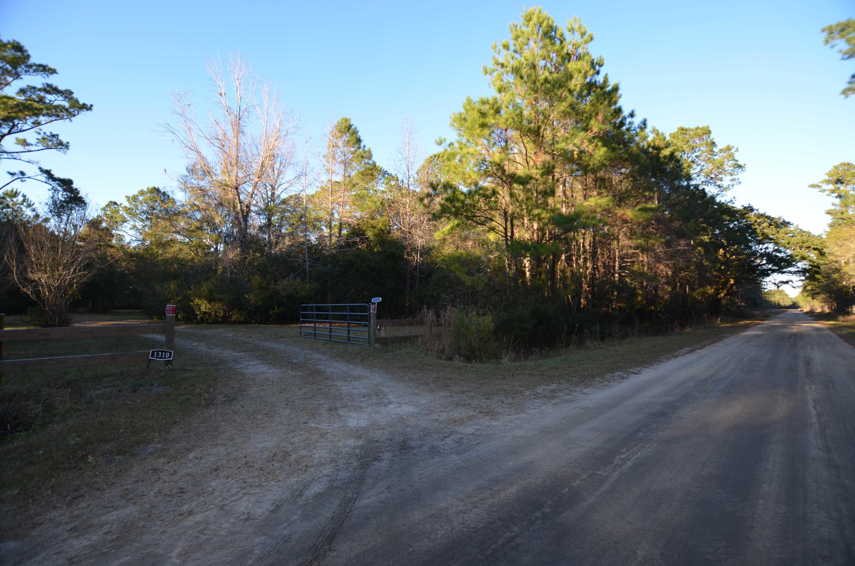 Photo of 1310 Dupre Rd, McClellanville, SC 29458