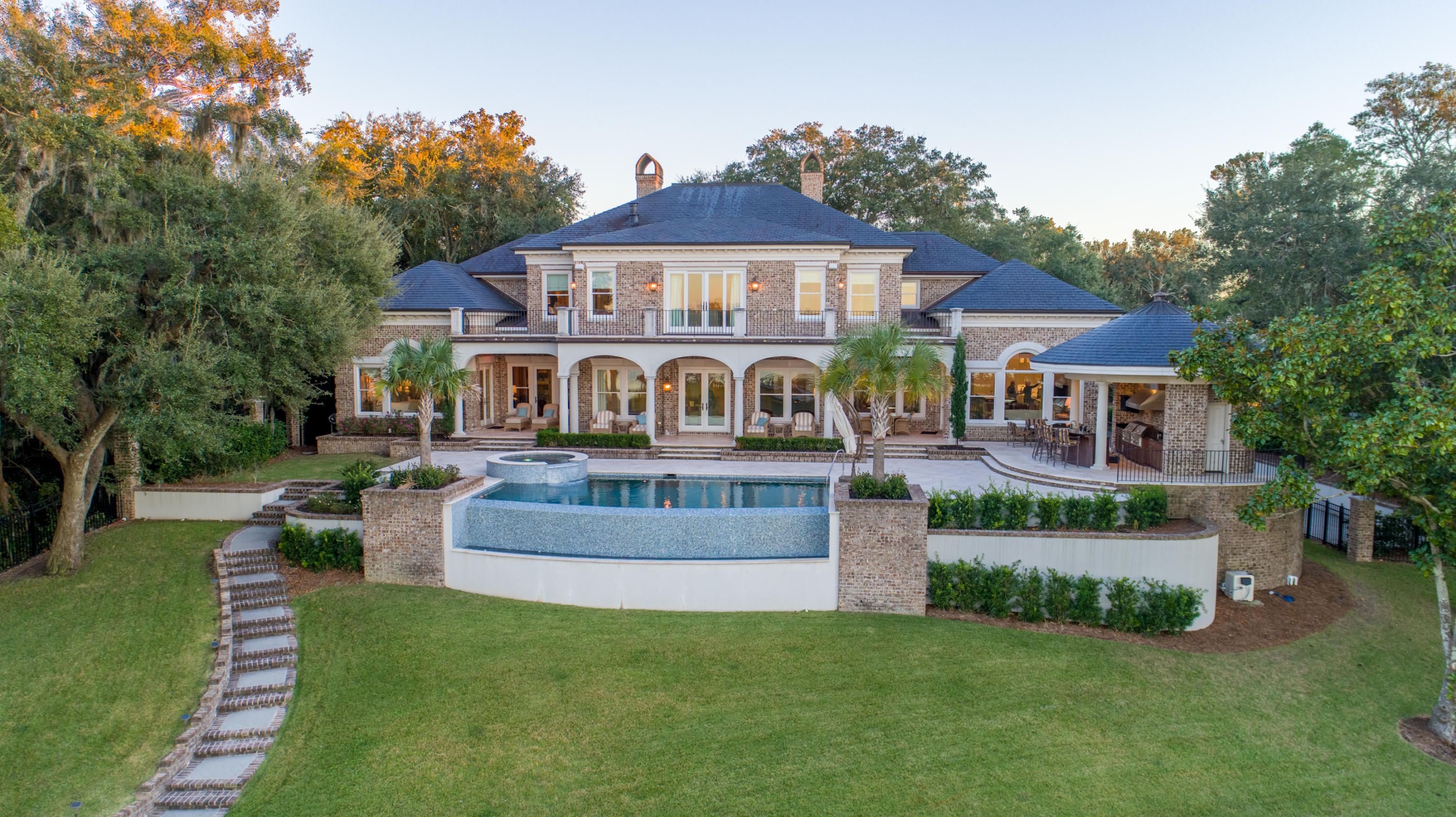 Photo of 4 Country Club Dr, Charleston, SC 29412