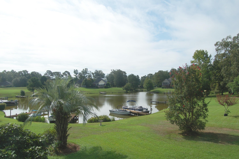 Photo of 41 N Lake Cir, Manning, SC 29102