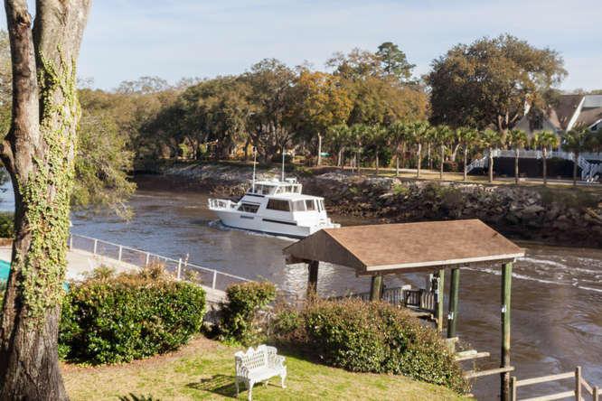 Photo of 1323 S Edgewater Dr, Charleston, SC 29407