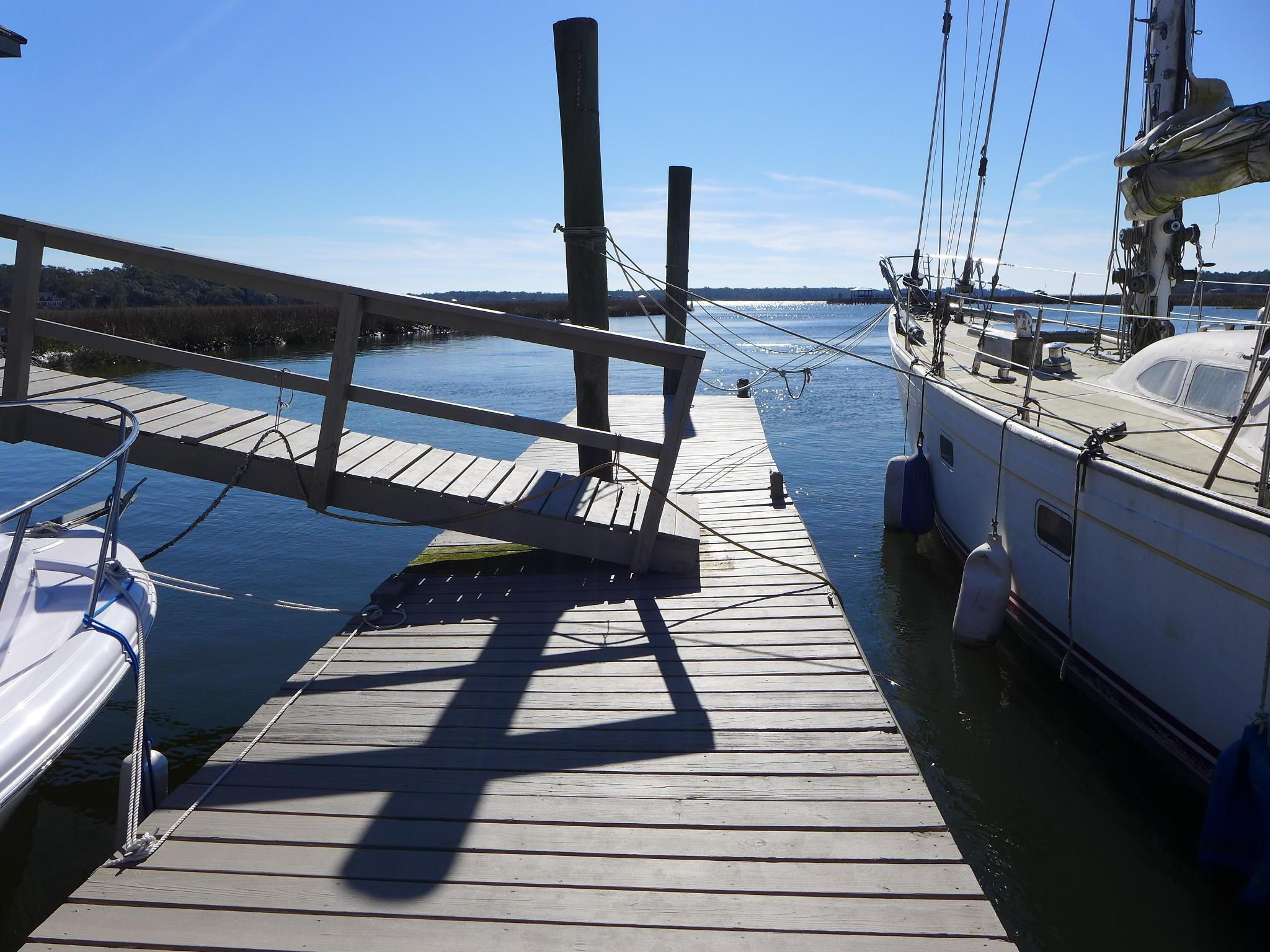Photo of 8727 Middleton Point Ln, Edisto Island, SC 29438