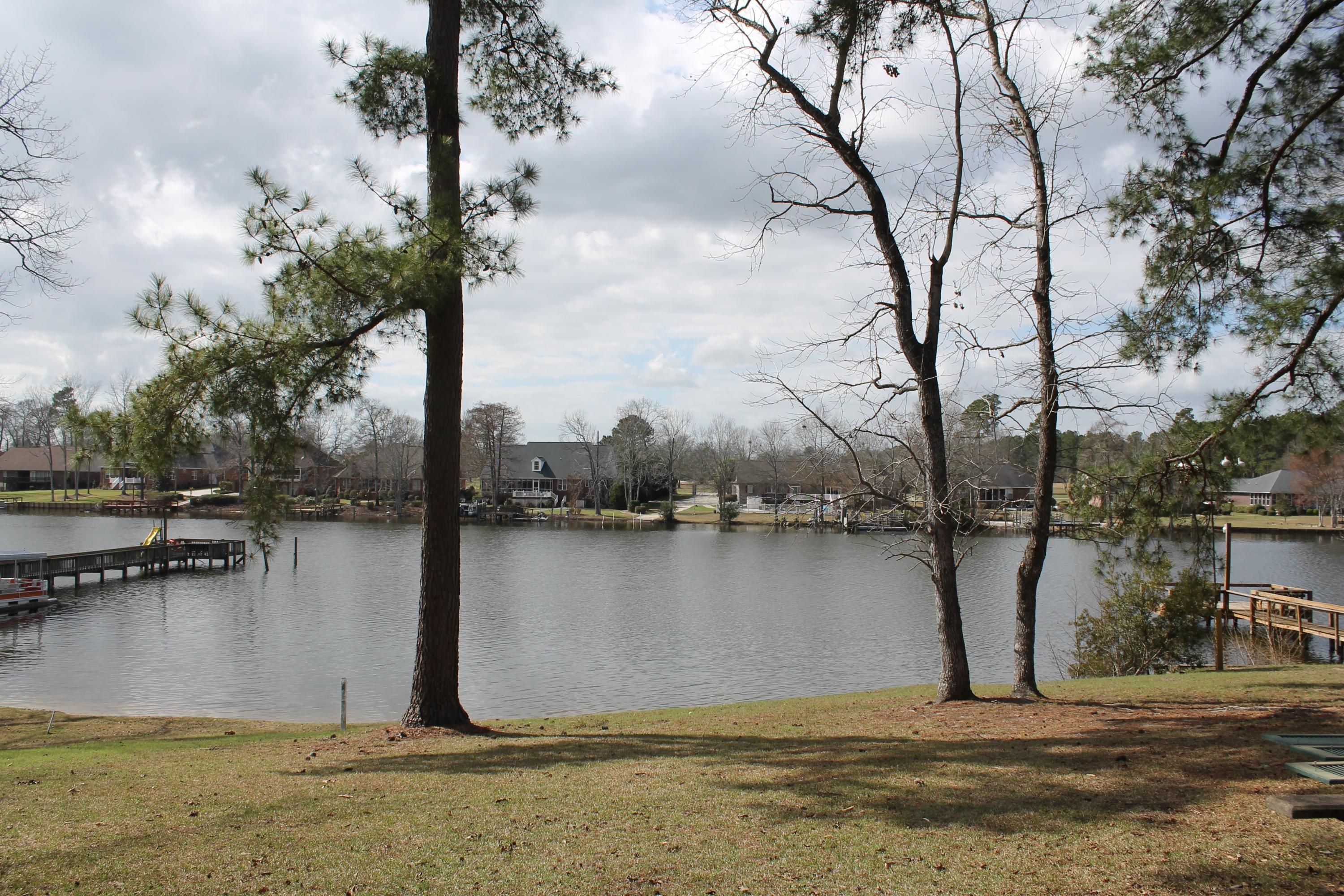 Photo of 1394 Lakeshore Dr, Manning, SC 29102