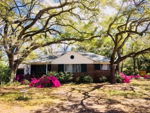 Photo of 1025 Cliffwood Drive, The Groves, Mount Pleasant, South Carolina