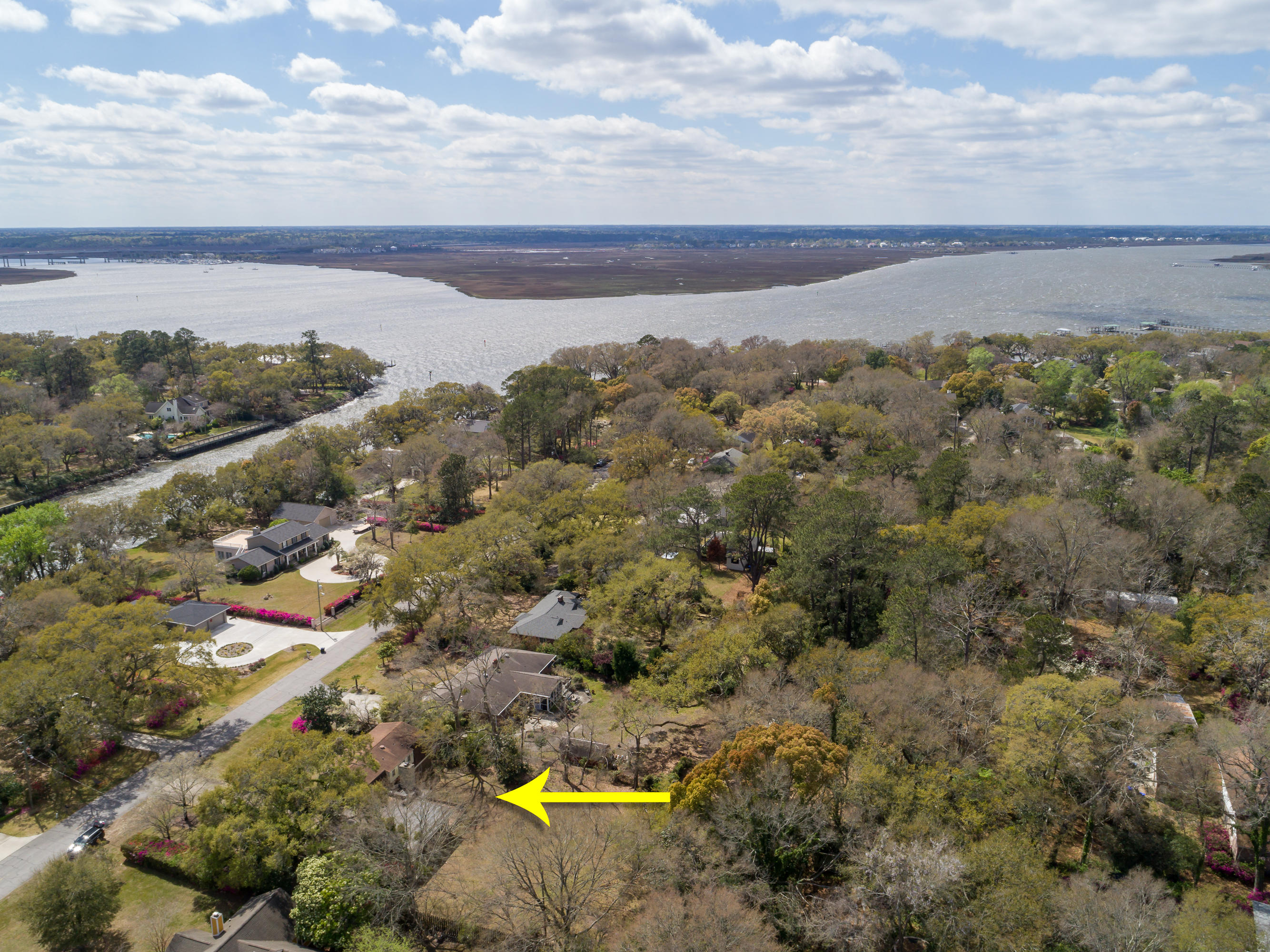 Photo of 1330 S Edgewater Dr, Charleston, SC 29407