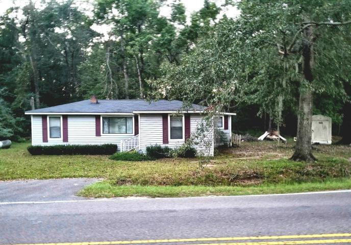 Photo of 411 Peirce Rd, Cottageville, SC 29435