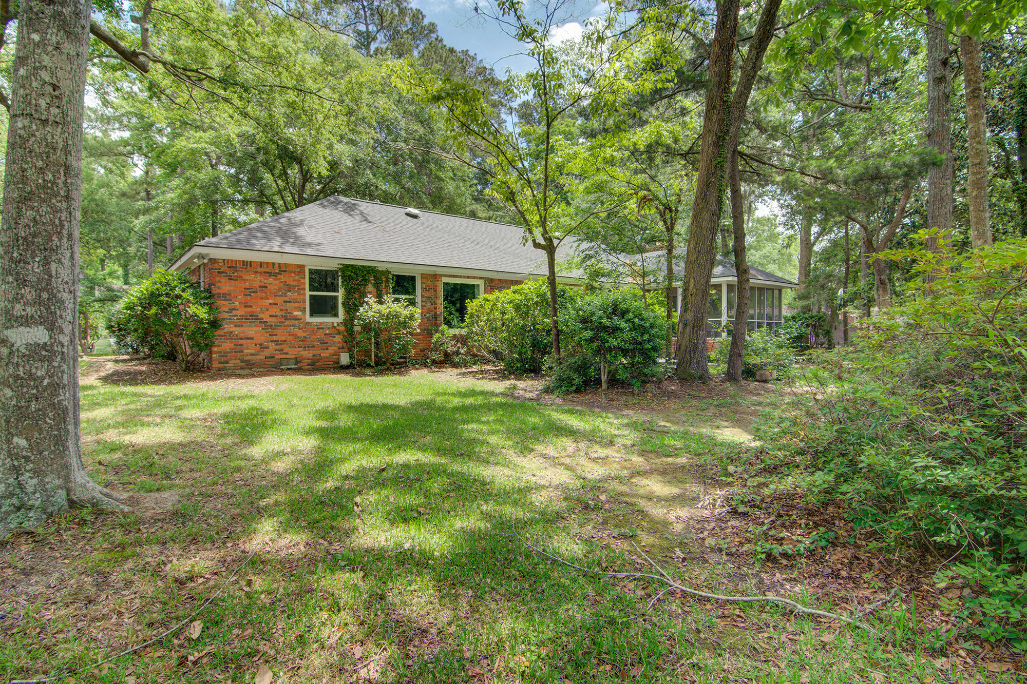 Photo of 418 Lakeview Dr, Summerville, SC 29485