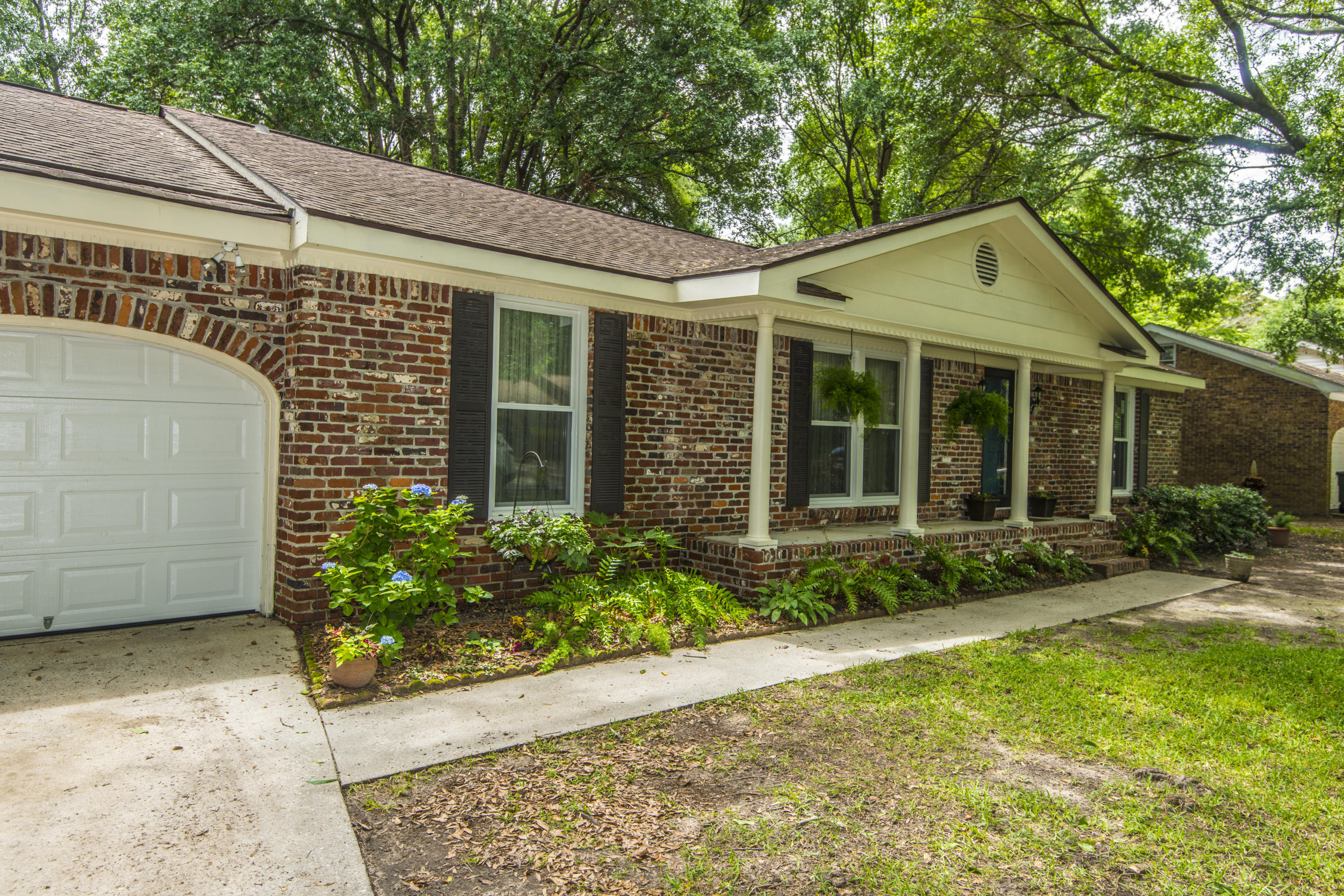 Photo of 1013 Yeamans Hall Rd, Hanahan, SC 29410