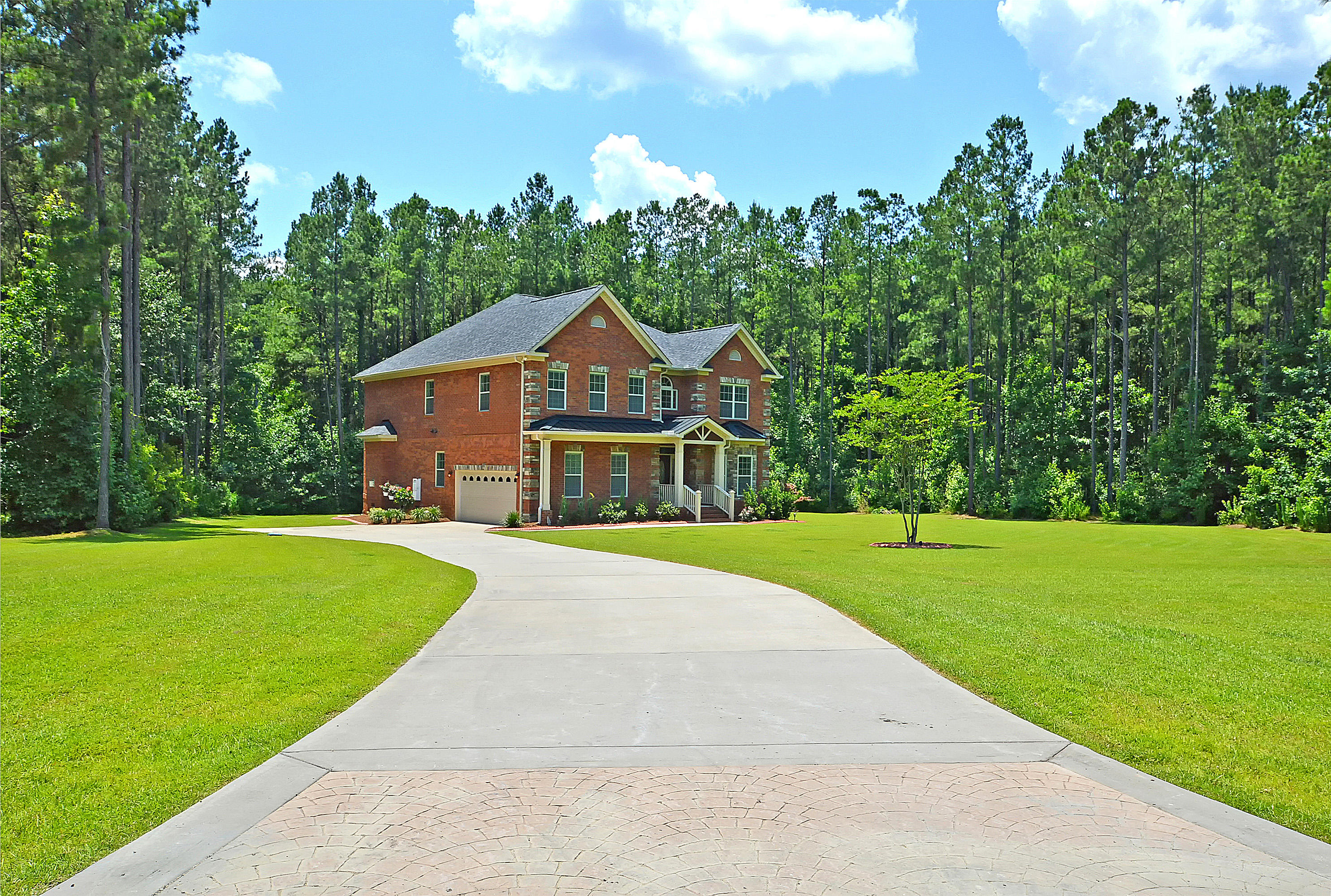 Photo of 1081 Wassamassaw Plantation Dr, Moncks Corner, SC 29461