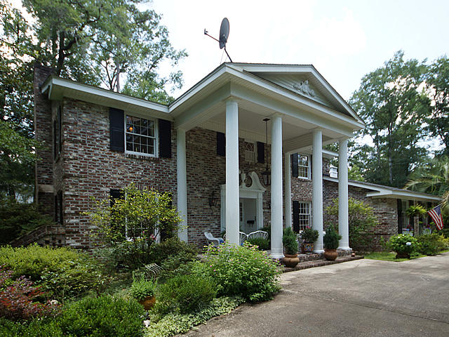 Photo of 112 W Carolina Ave, Summerville, SC 29483