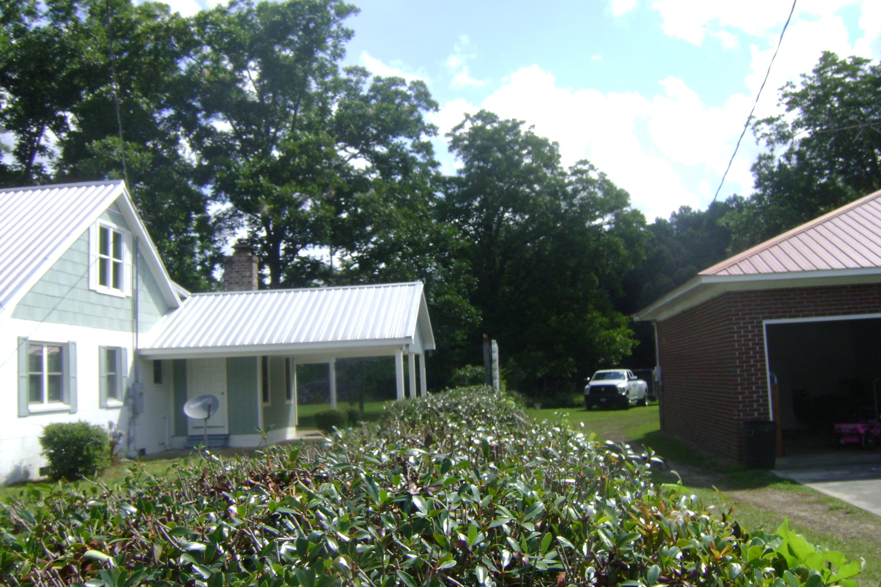 Photo of 319 E Main St, Harleyville, SC 29448
