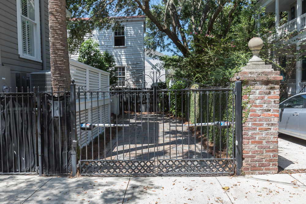 Photo of 174 Broad St, Charleston, SC 29401