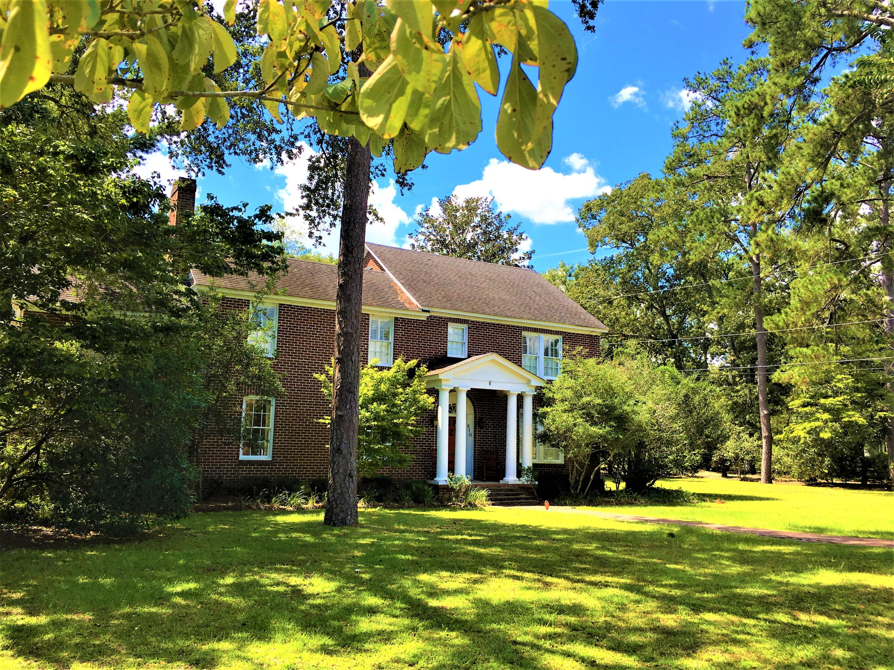 Photo of 810 Hampton St, Walterboro, SC 29488