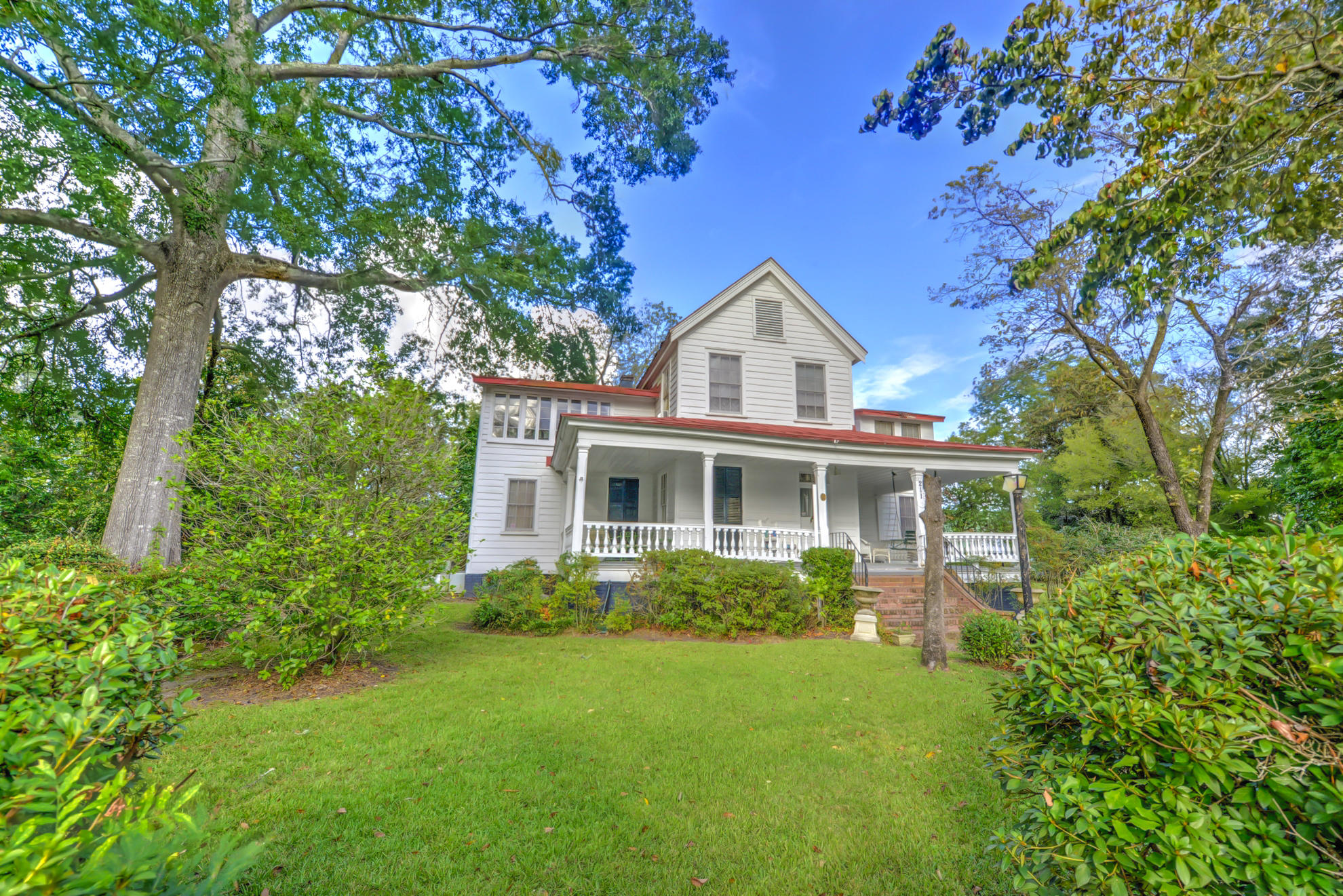 Photo of 211 W Richardson Ave, Summerville, SC 29483