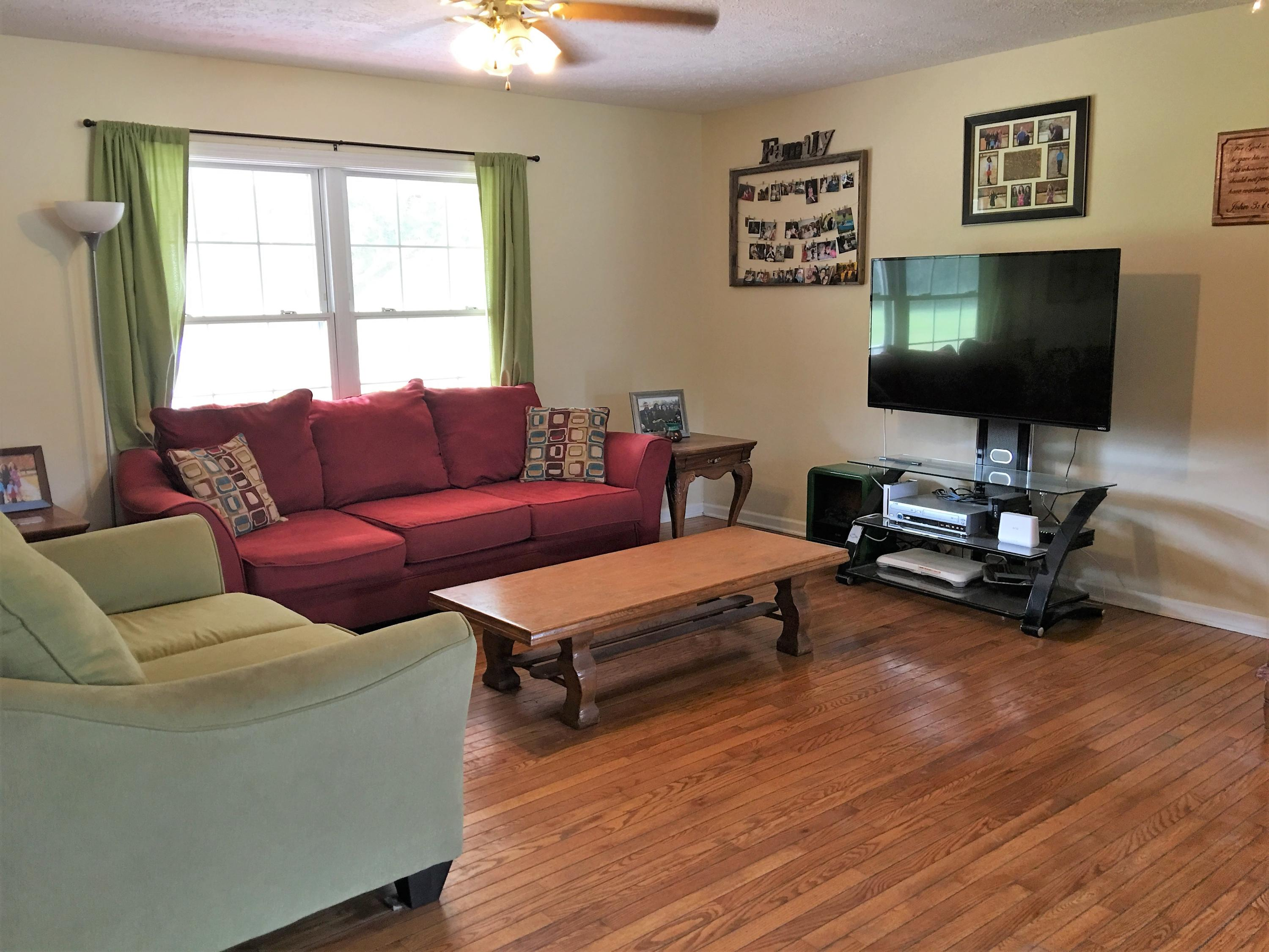 Photo of 409 Hilton Hall Rd, Walterboro, SC 29488