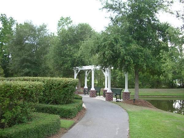 White Gables Homes For Sale - 417 Verbena, Summerville, SC - 29