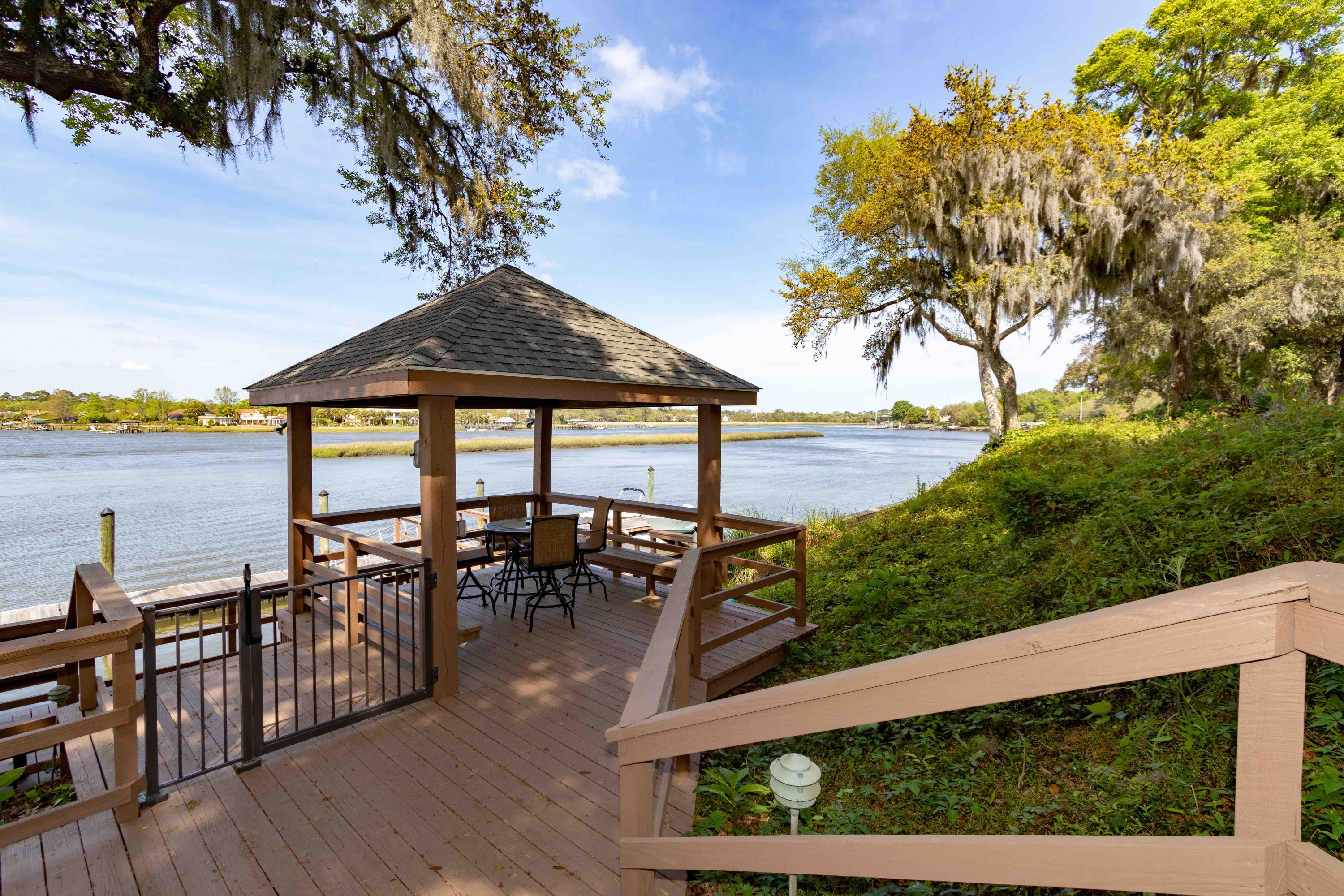 Waterfront Plantation Homes For Sale - 107 Waterfront Plantation, Charleston, SC - 29