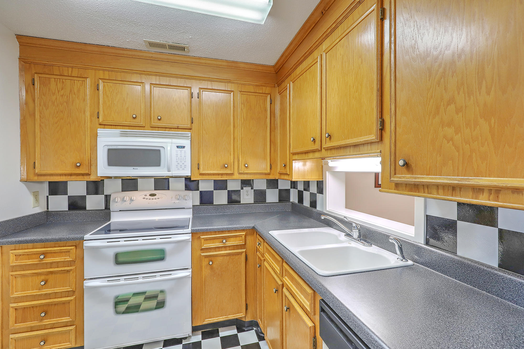 Old Towne Villas Homes For Sale - 2921 Cathedral, Charleston, SC - 23