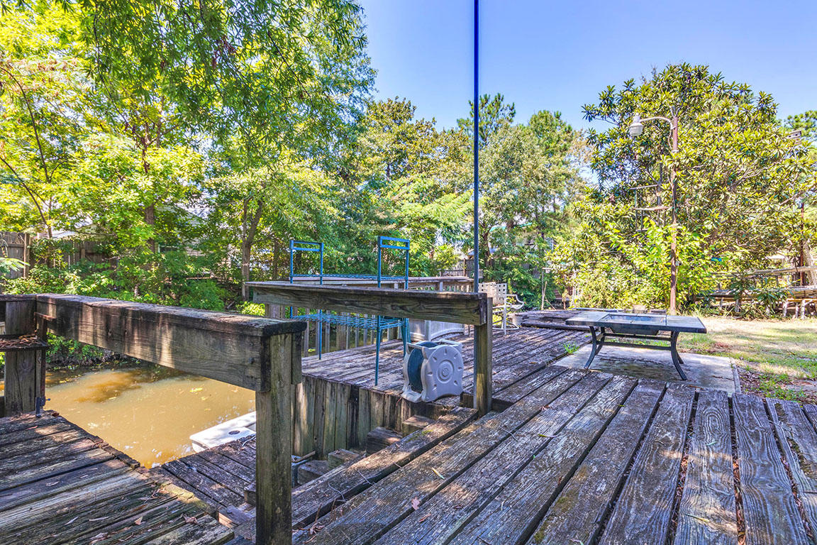 Lake Moultrie Shores Homes For Sale - 105 Canal St, Bonneau, SC - 27