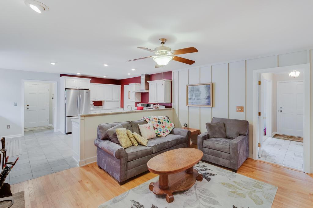Snee Farm Homes For Sale - 934 Law, Mount Pleasant, SC - 17