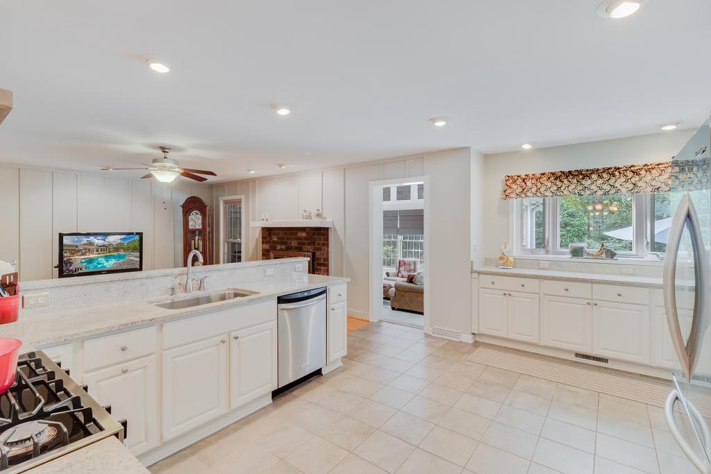Snee Farm Homes For Sale - 934 Law, Mount Pleasant, SC - 15