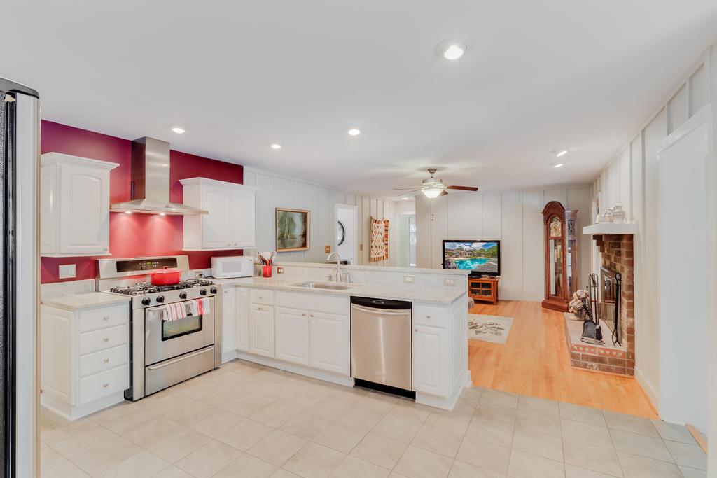 Snee Farm Homes For Sale - 934 Law, Mount Pleasant, SC - 16