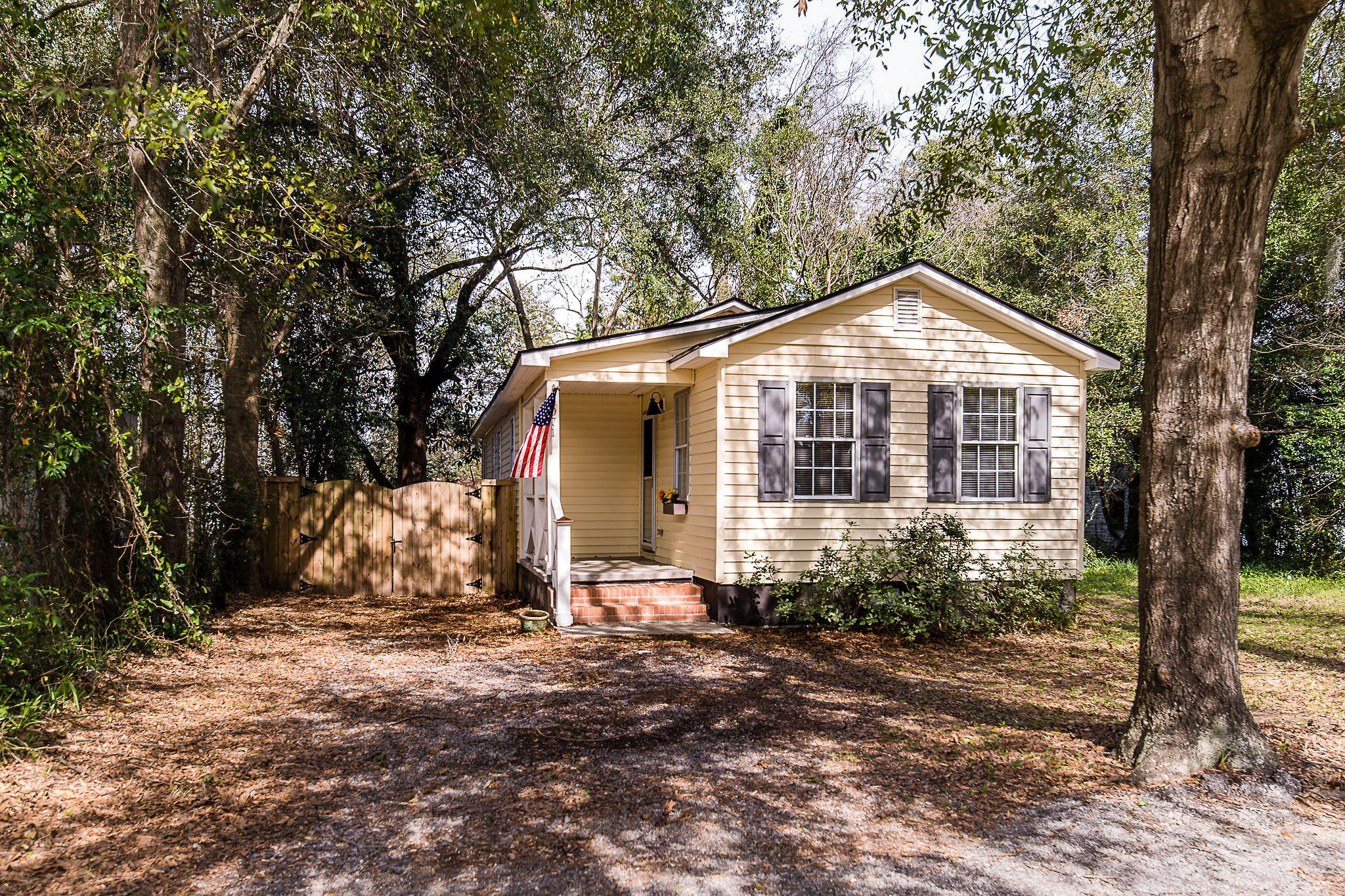 Edgewood Homes For Sale - 4071 Saint Johns, North Charleston, SC - 2