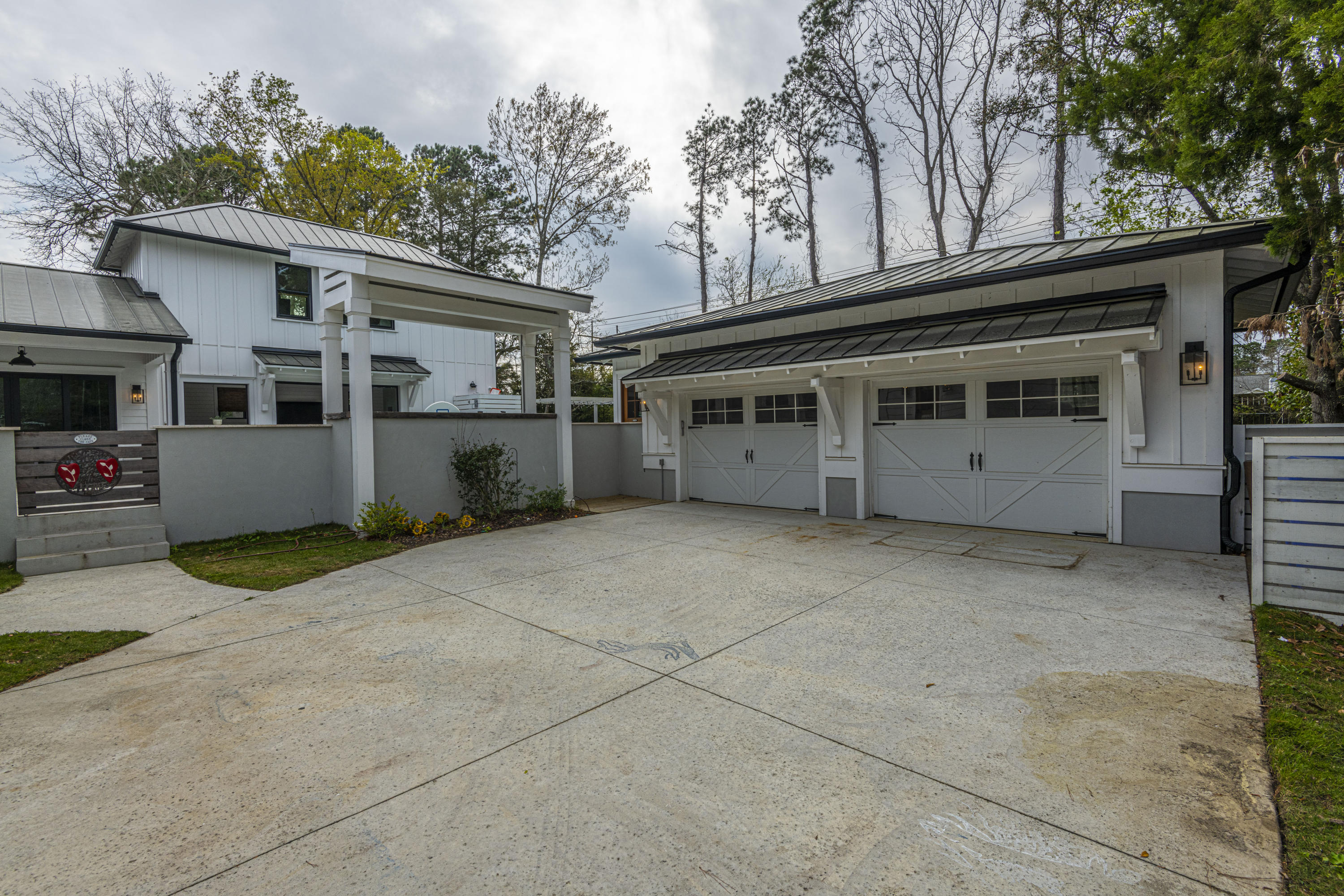 Photo of 996 Law Ln, Mt Pleasant, SC 29464