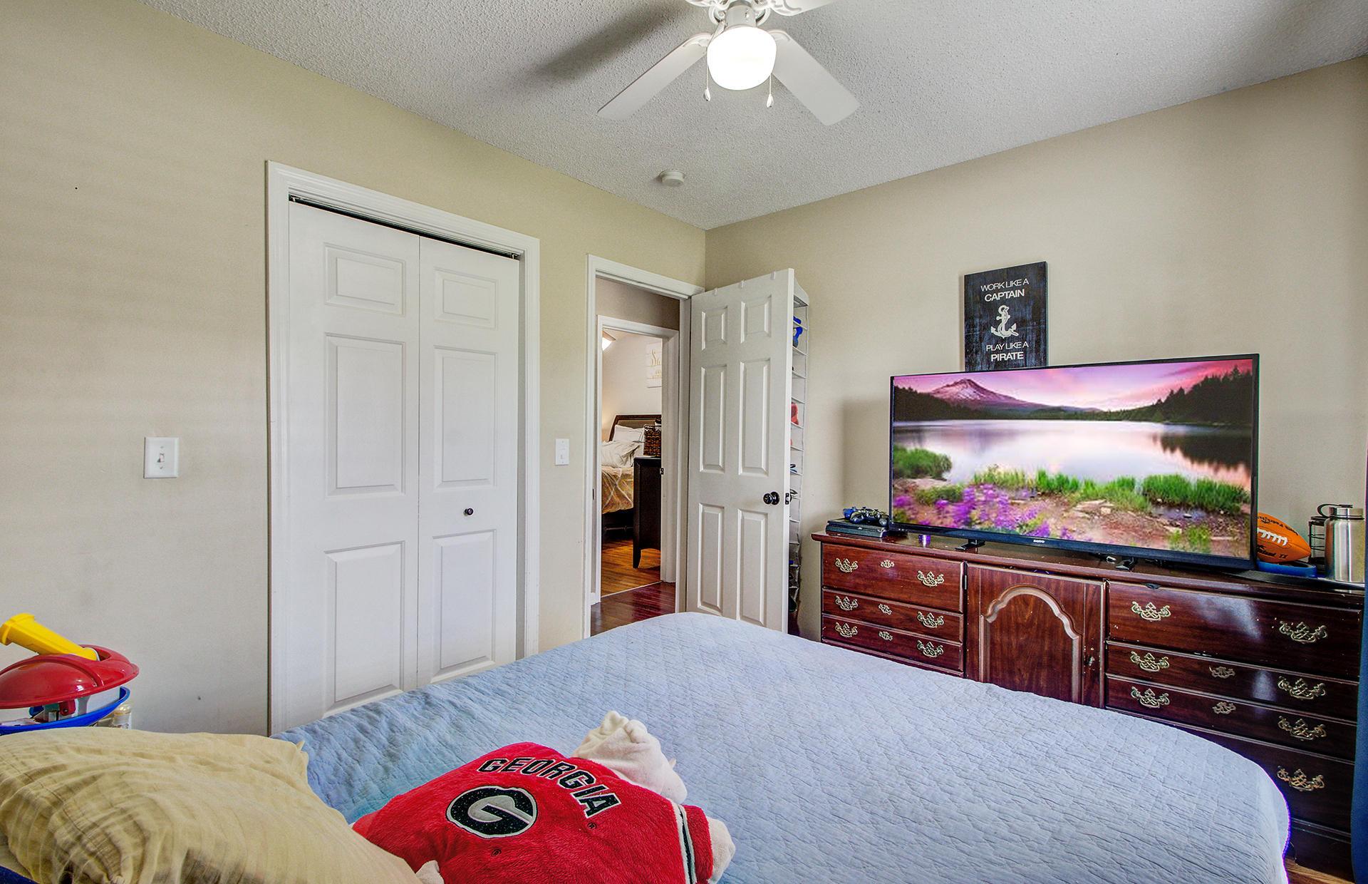 Reindeer Woods Homes For Sale - 2760 Donner, North Charleston, SC - 2