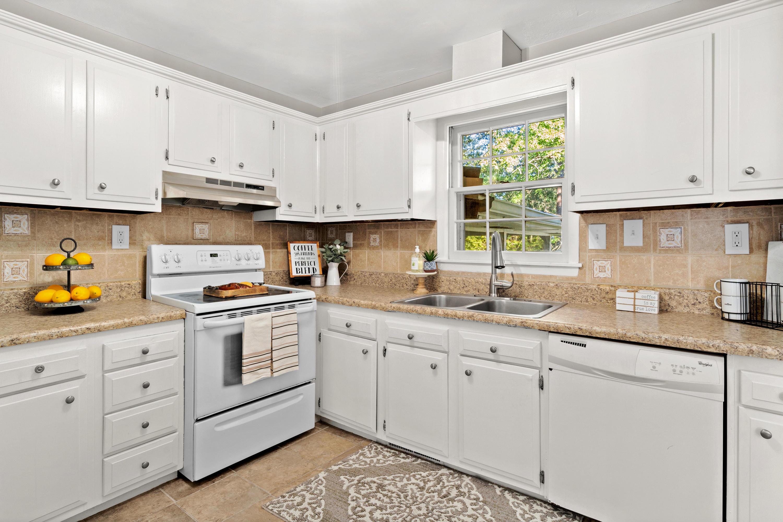 Warington Homes For Sale - 201 Pinewood, Summerville, SC - 4