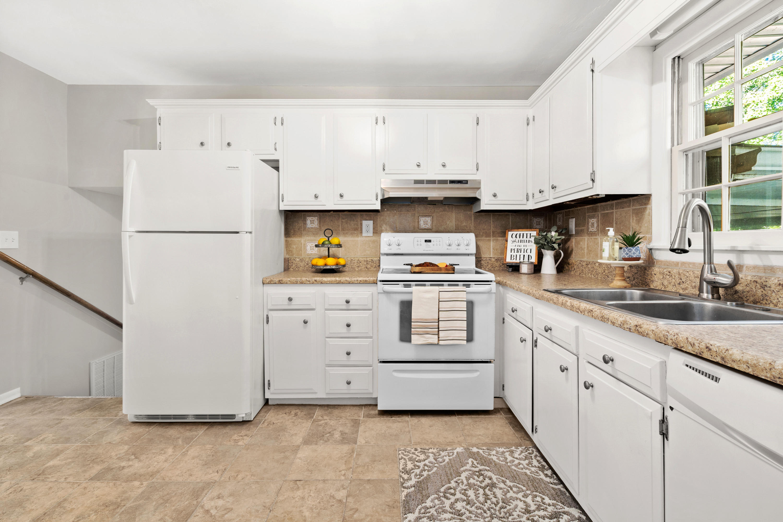Warington Homes For Sale - 201 Pinewood, Summerville, SC - 3