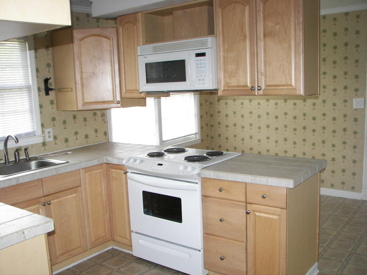 Glendale Acres Homes For Sale - 214 Ruby, Summerville, SC - 2