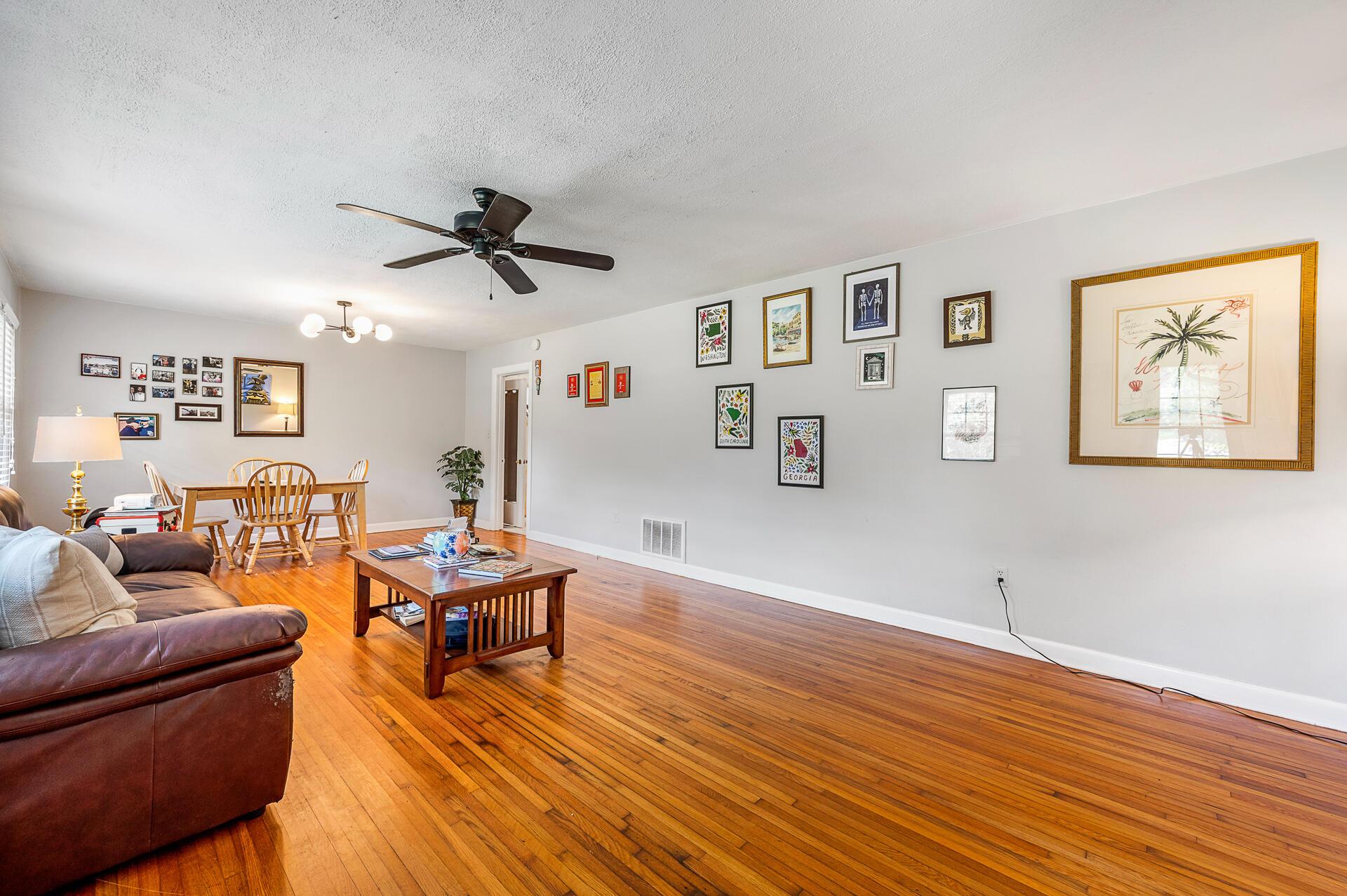 Jamestown Estates Homes For Sale - 943 Yorktown, Charleston, SC - 5